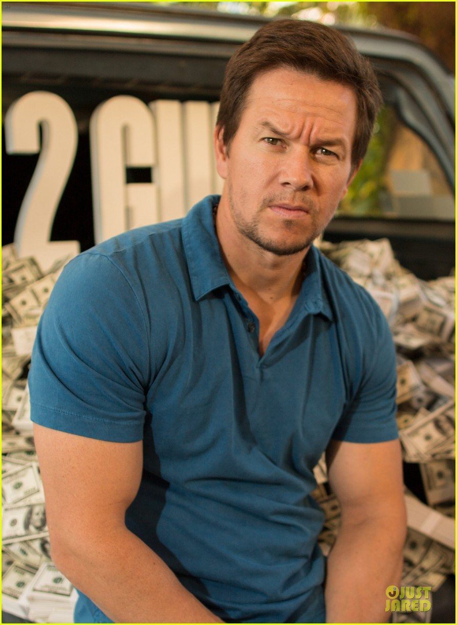 mark wahlberg denzel washington 2 guns mexican photo call 02