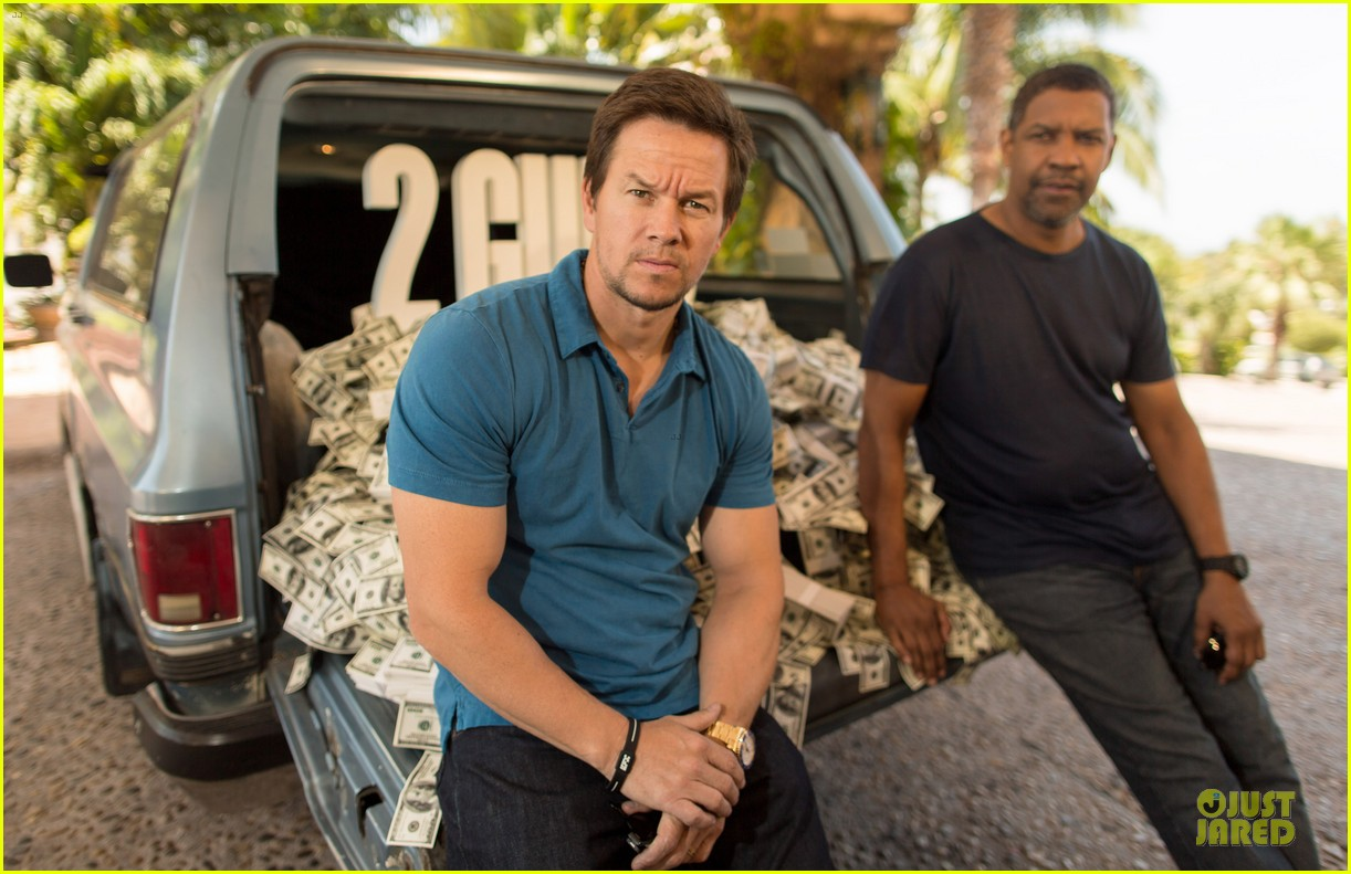 mark wahlberg denzel washington 2 guns mexican photo call 14