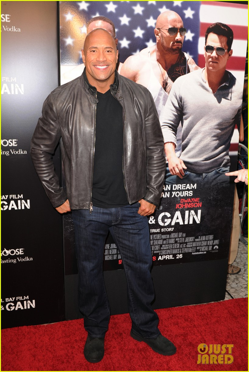 mark wahlberg dwayne johnson pain gain premiere 192848103