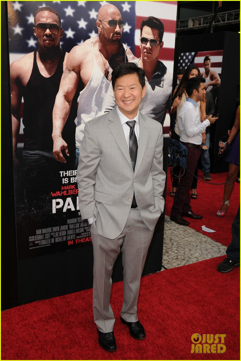 mark wahlberg dwayne johnson pain gain premiere 29