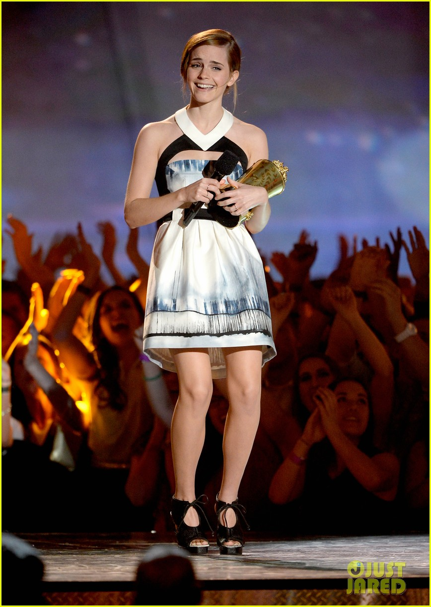emma-watson-mtv-movie-awards-2013-02.jpg