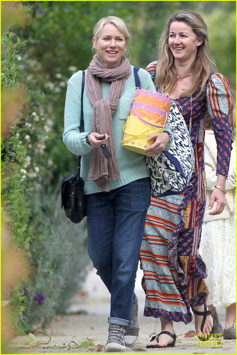 Naomi Watts & Liev Schreiber: Easter with Simon Baker ...