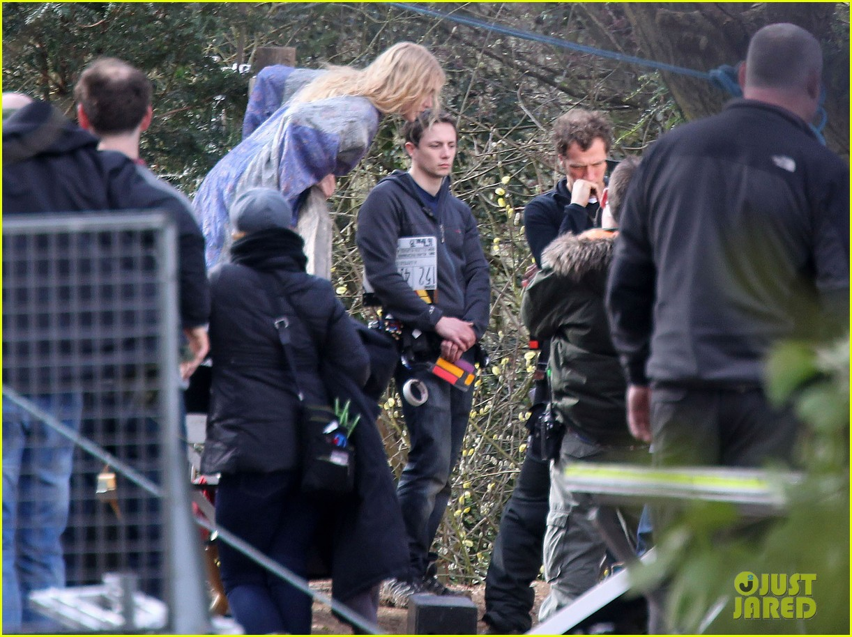 kate winslet a little chaos set with alan rickman 132855640