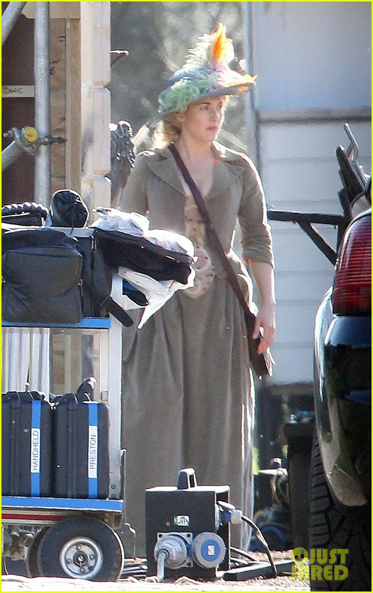 kate winslet period costume on a little chaos set 012857213