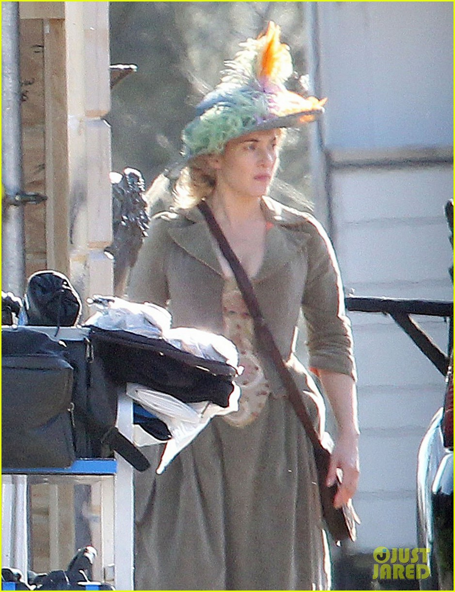 kate winslet period costume on a little chaos set 02