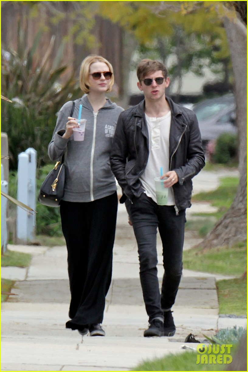evan rachel wood baby bump stroll with jamie bell 102841421