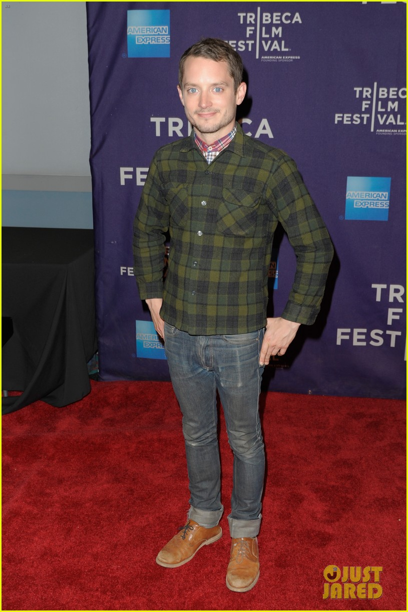 elijah wood set up punch premiere with alia shawkat 042853367