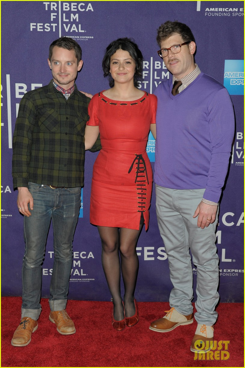 elijah wood set up punch premiere with alia shawkat 082853371