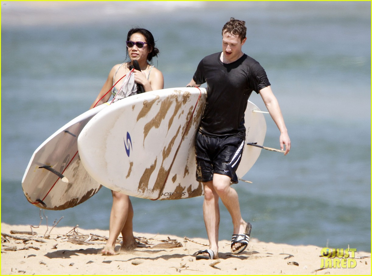 mark zuckerberg priscilla chan surfing in hawaii 01