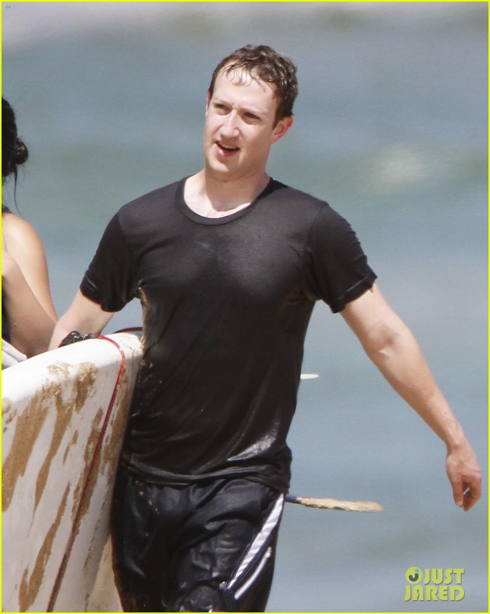mark zuckerberg priscilla chan surfing in hawaii 022858129