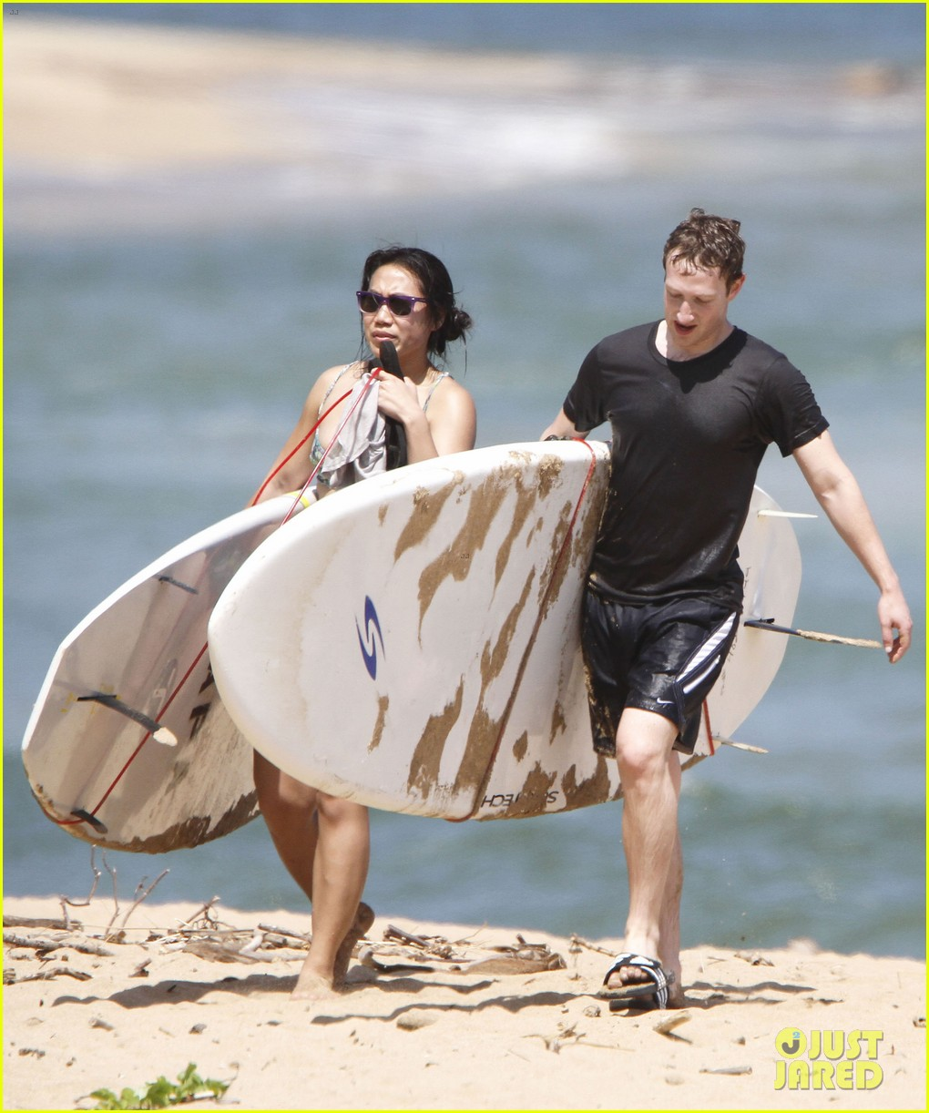 mark zuckerberg priscilla chan surfing in hawaii 072858134