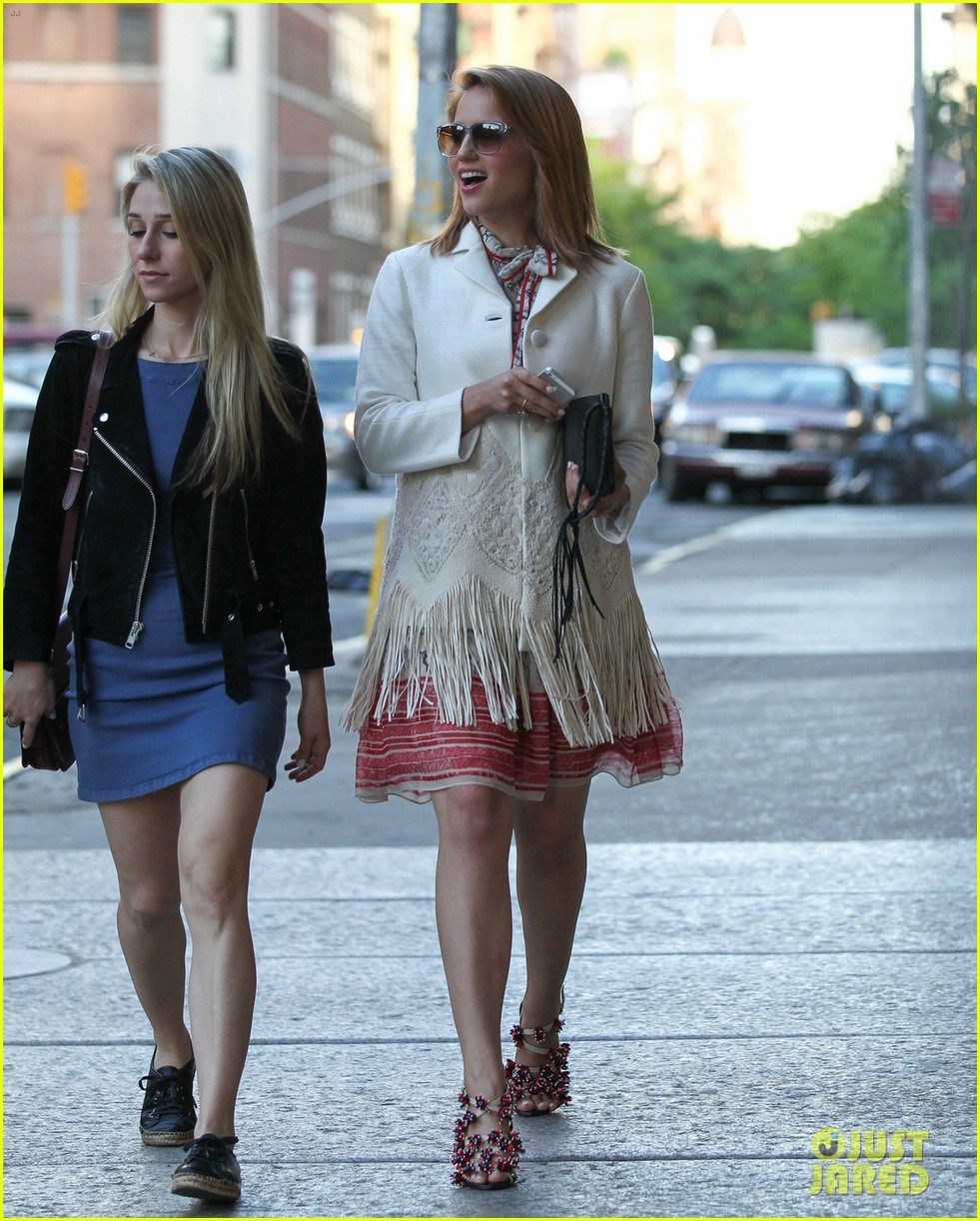dianna agron proud of jenna ushkowitz book 01