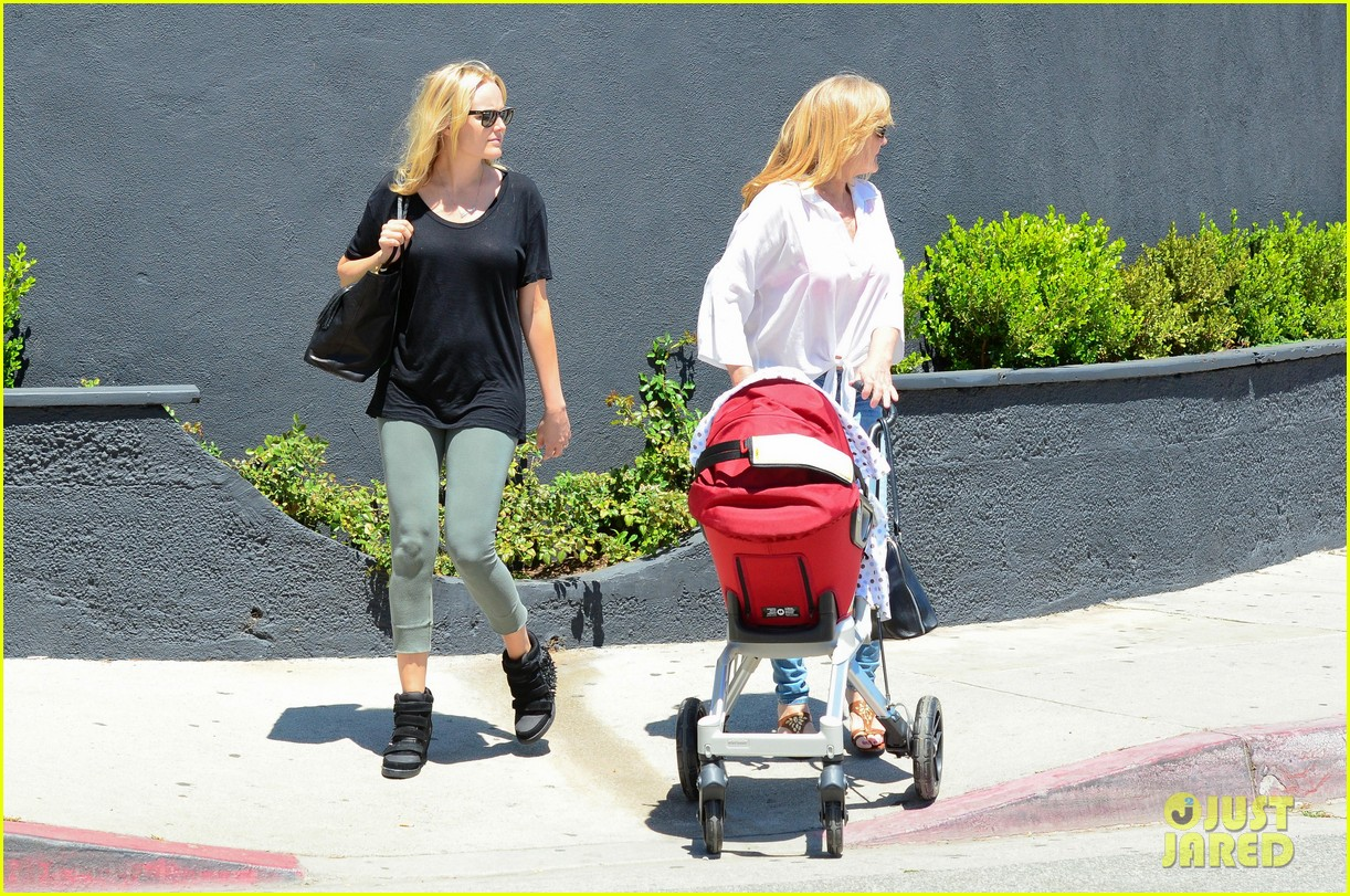 malin akerman kristen bell new mamas in hollywood 13