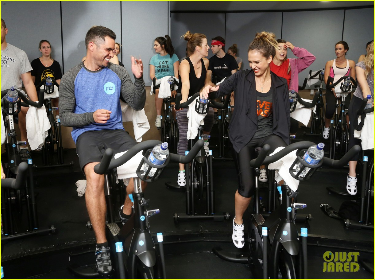 jessica alba cycling fundraiser for baby2baby 05