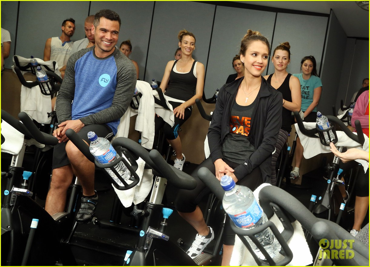 jessica alba cycling fundraiser for baby2baby 06