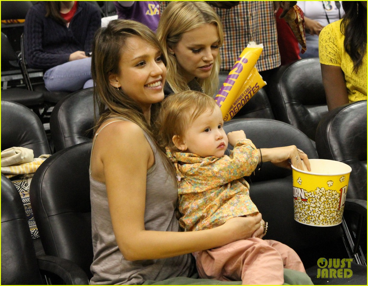 jessica alba cash warren attend la sparks game with the kids 01
