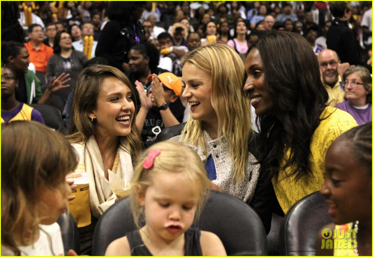 jessica alba cash warren attend la sparks game with the kids 08