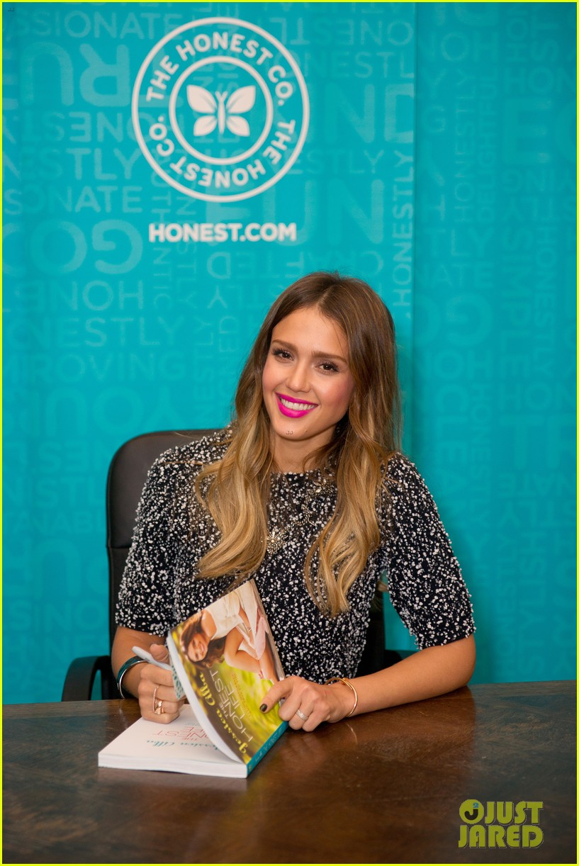 jessica alba flies home to kids after texas book signing 182868117