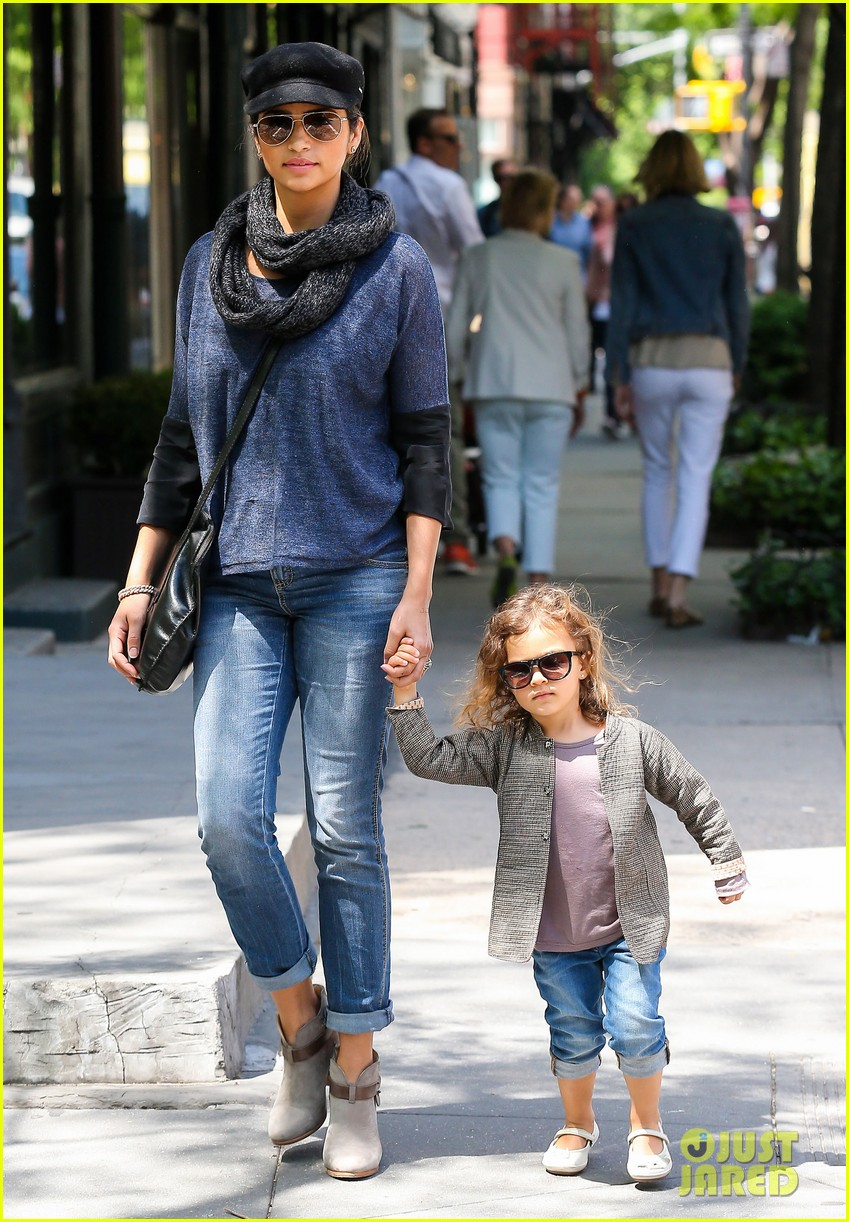 camila alves mothers day with vida 06