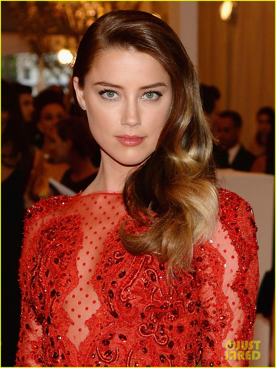 amber heard met ball 2013 red carpet 01