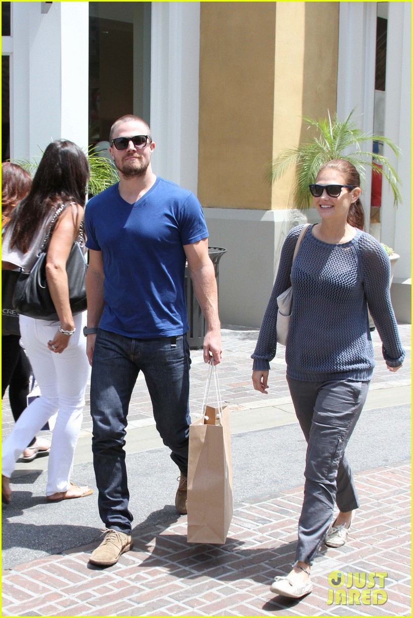 stephen amell christian grey will not be me 042867460