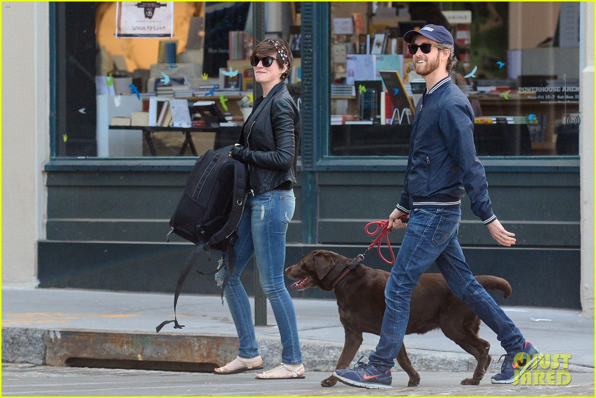 anne hathaway adam shulman brookyn dog walk 042864138