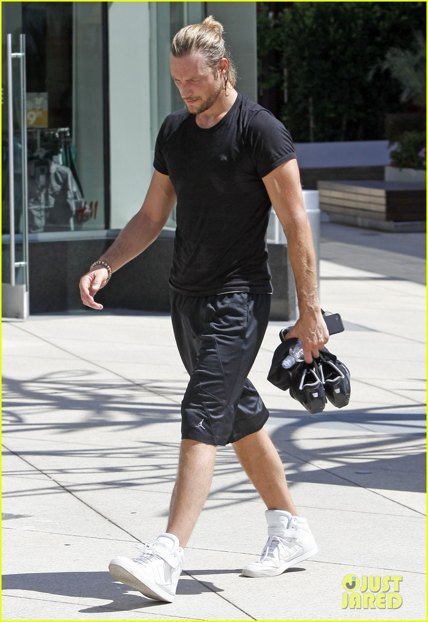 gabriel aubry keeps fit at equinox 052880631