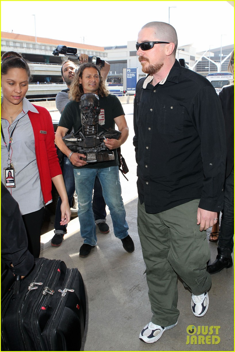 christian bale buzz cut at lax 172874441
