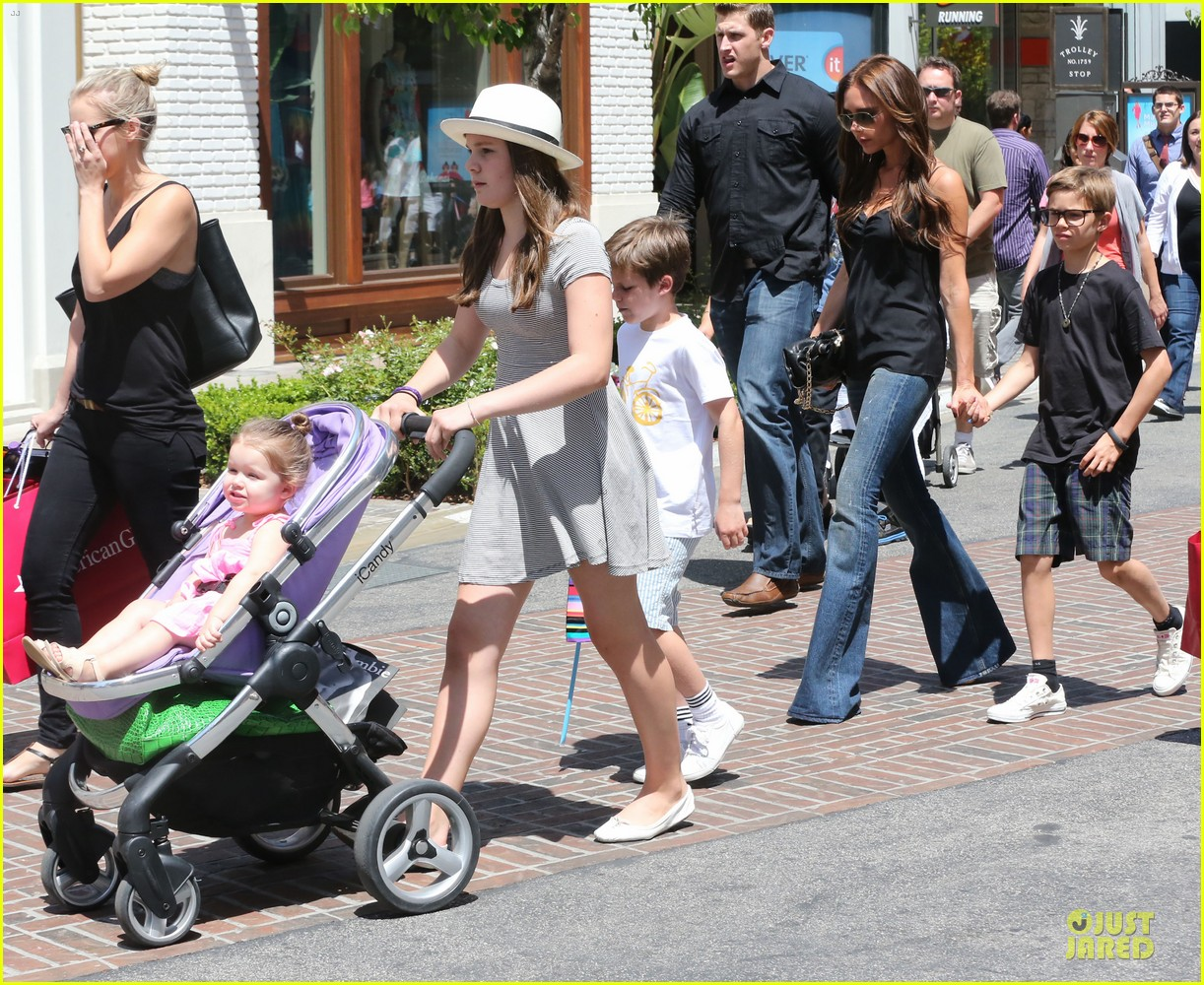 victoria david beckham separate shopping trips with the kids 11
