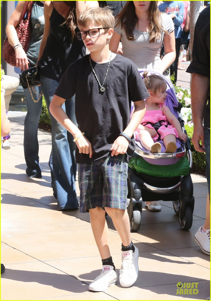 victoria david beckham separate shopping trips with the kids 132879609