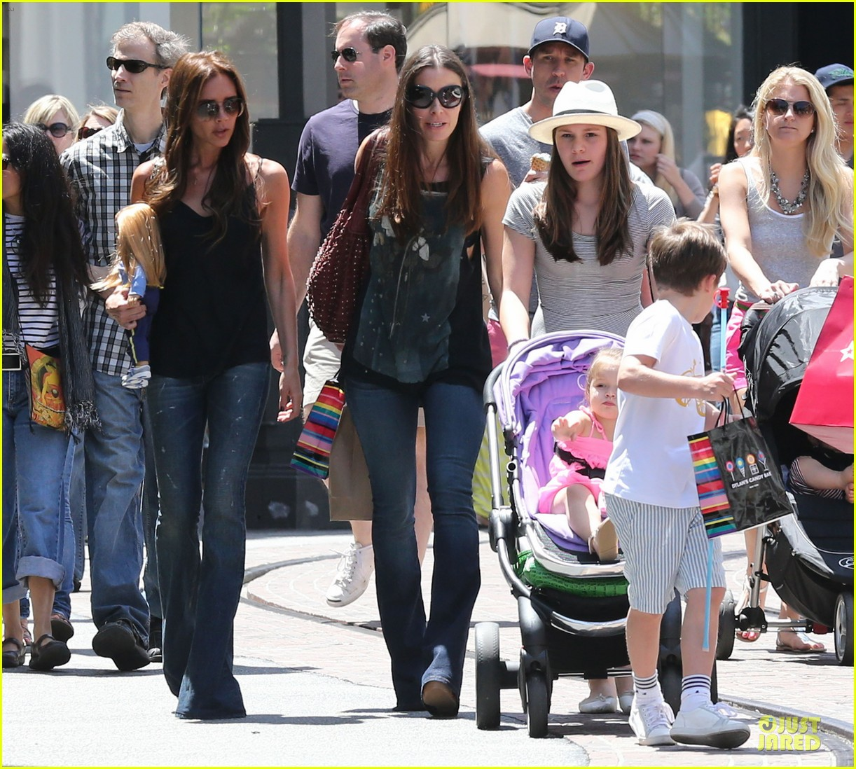 victoria david beckham separate shopping trips with the kids 17