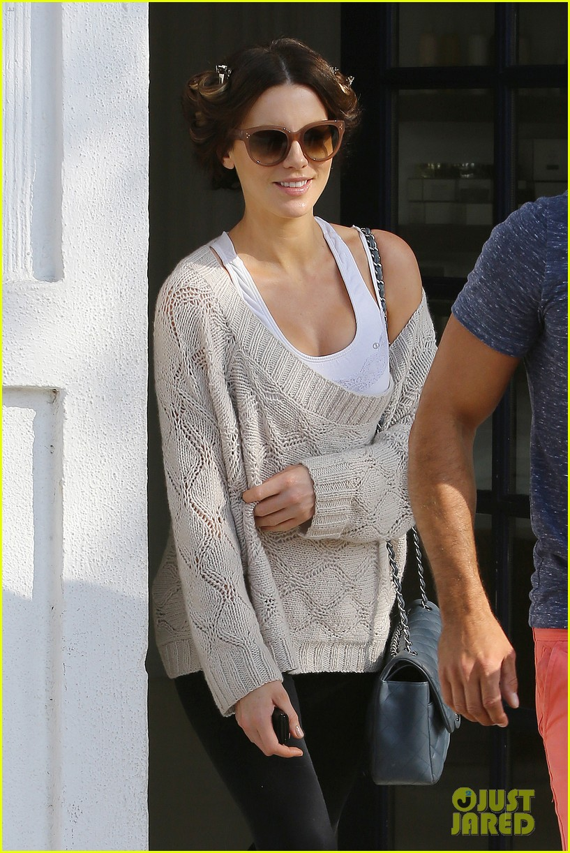 kate beckinsale byron tracey salon visit 07