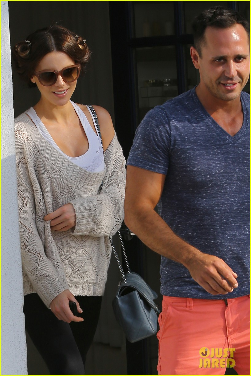 kate beckinsale byron tracey salon visit 13