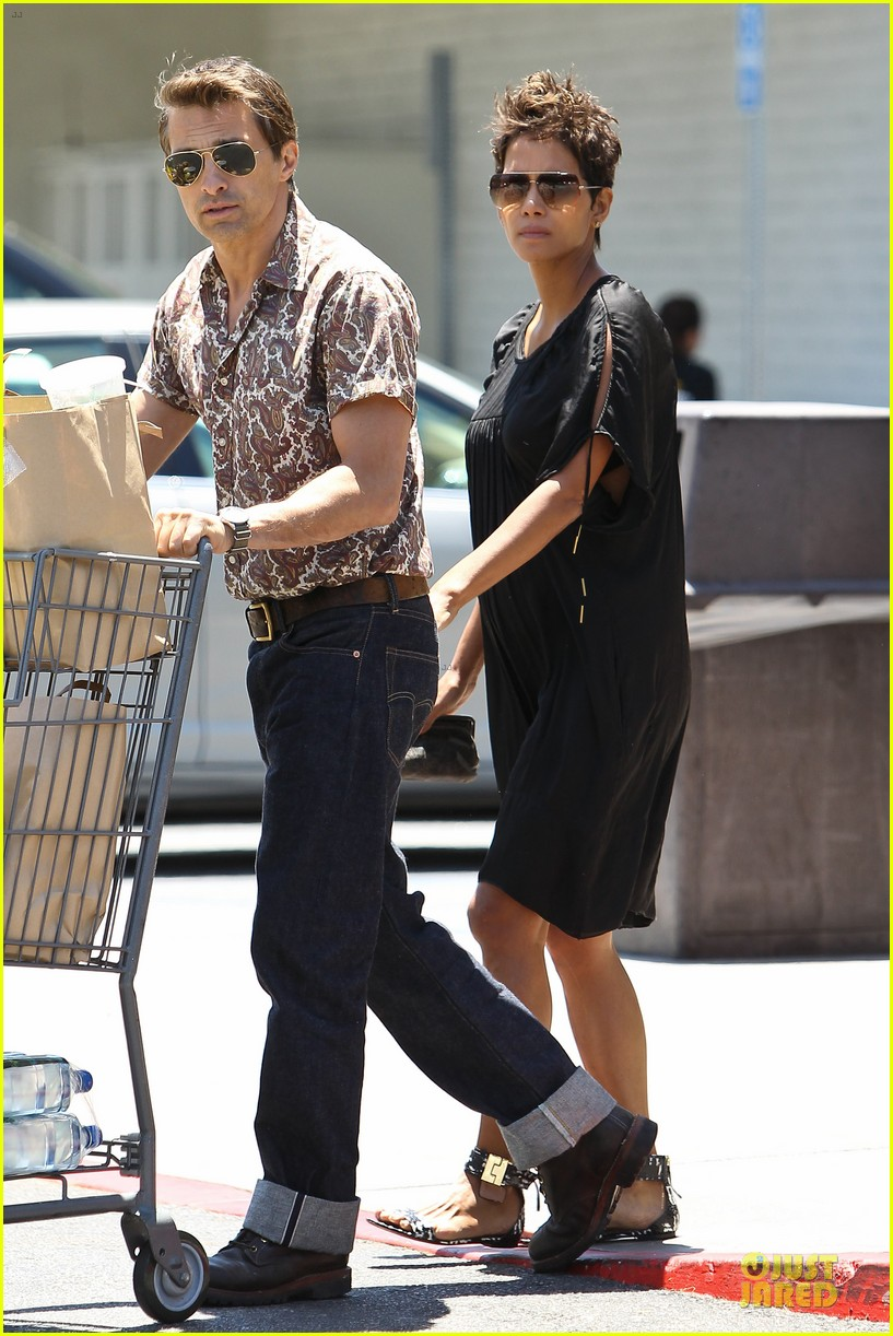 halle berry bel bambini shopping with nahla 03