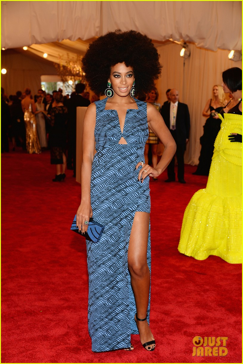 beyonce met ball 2013 red carpet with solange knowles 05
