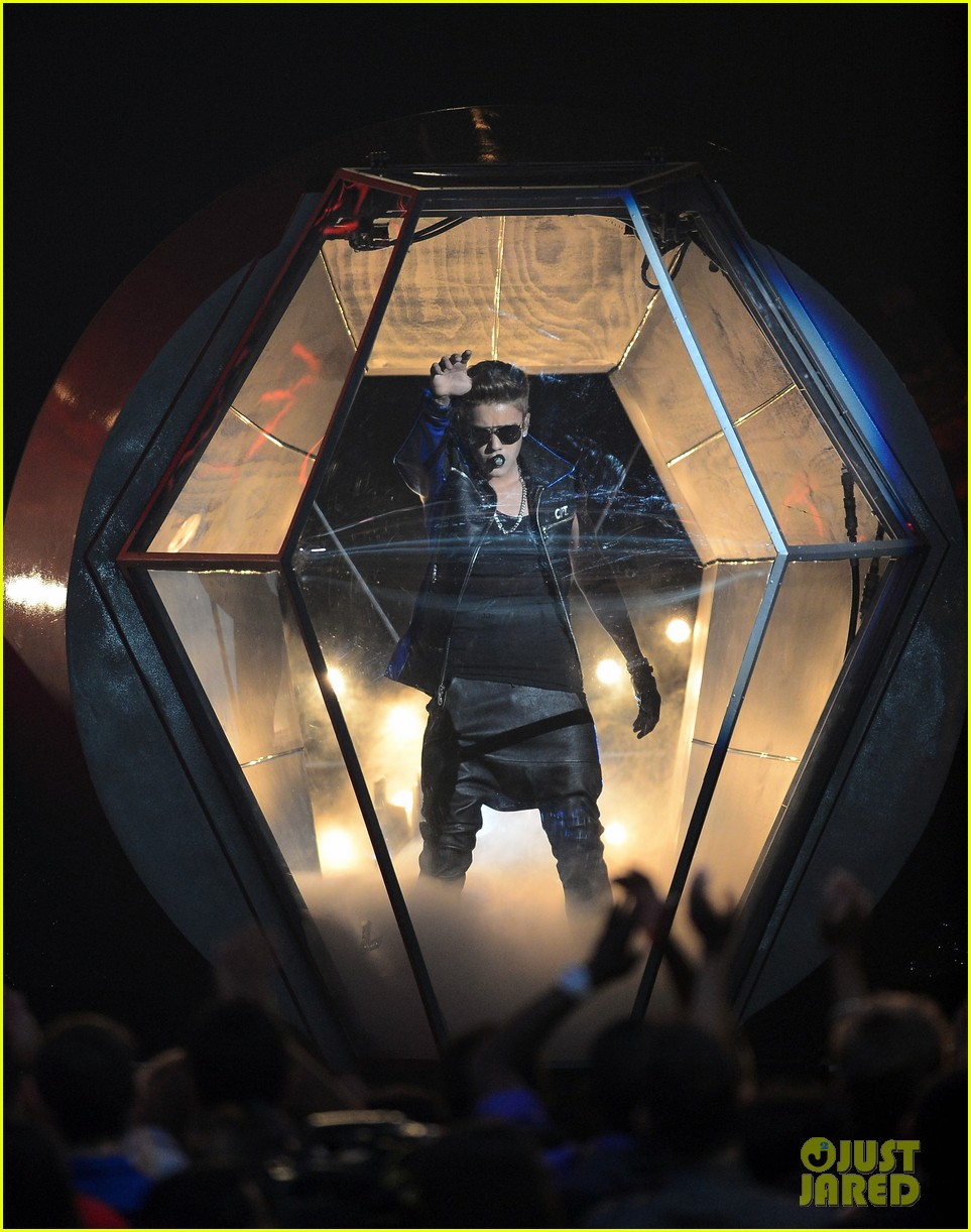 justin bieber billboard music awards 2013 performance video 03