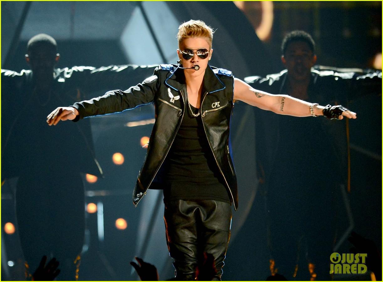 justin bieber billboard music awards 2013 performance video 11