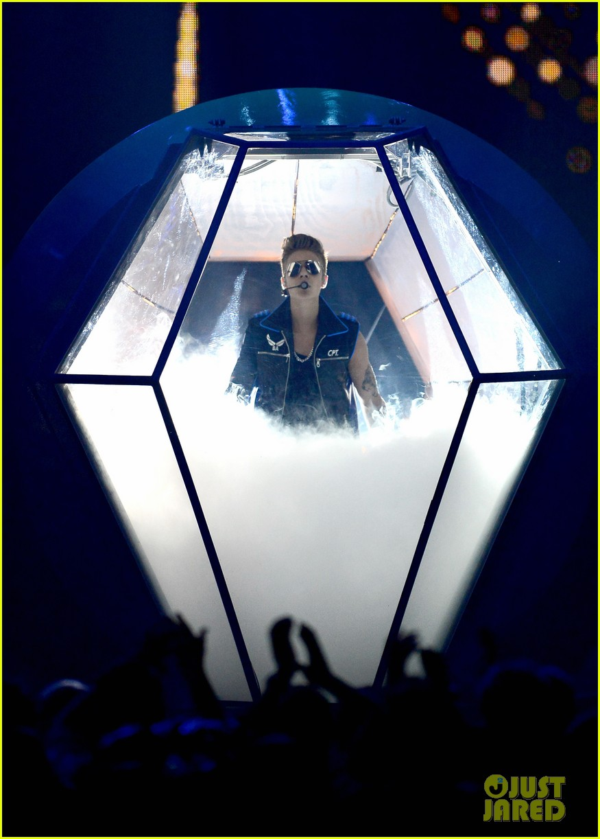 justin bieber billboard music awards 2013 performance video 13