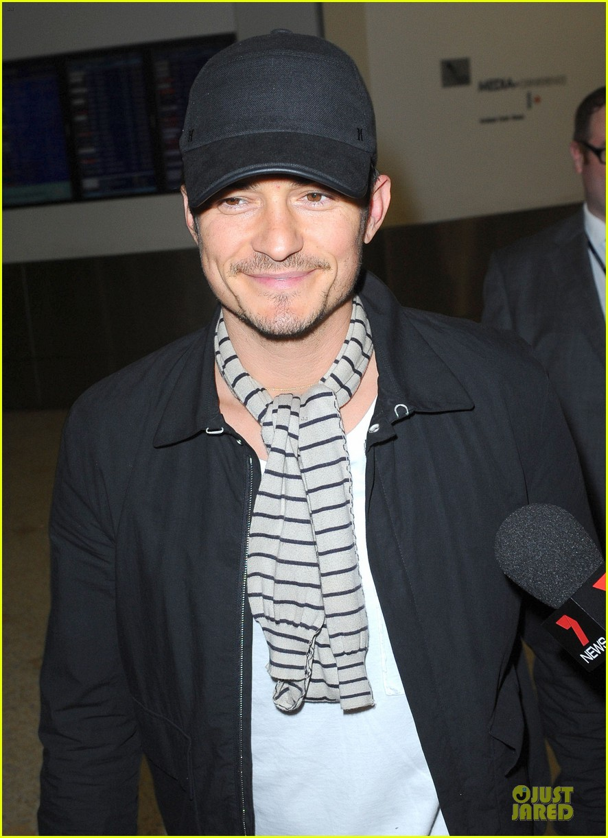 orlando bloom australia arrival after cannes 09