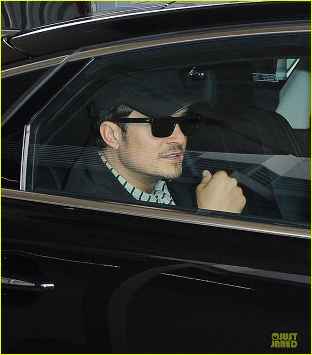 orlando bloom australia arrival after cannes 12