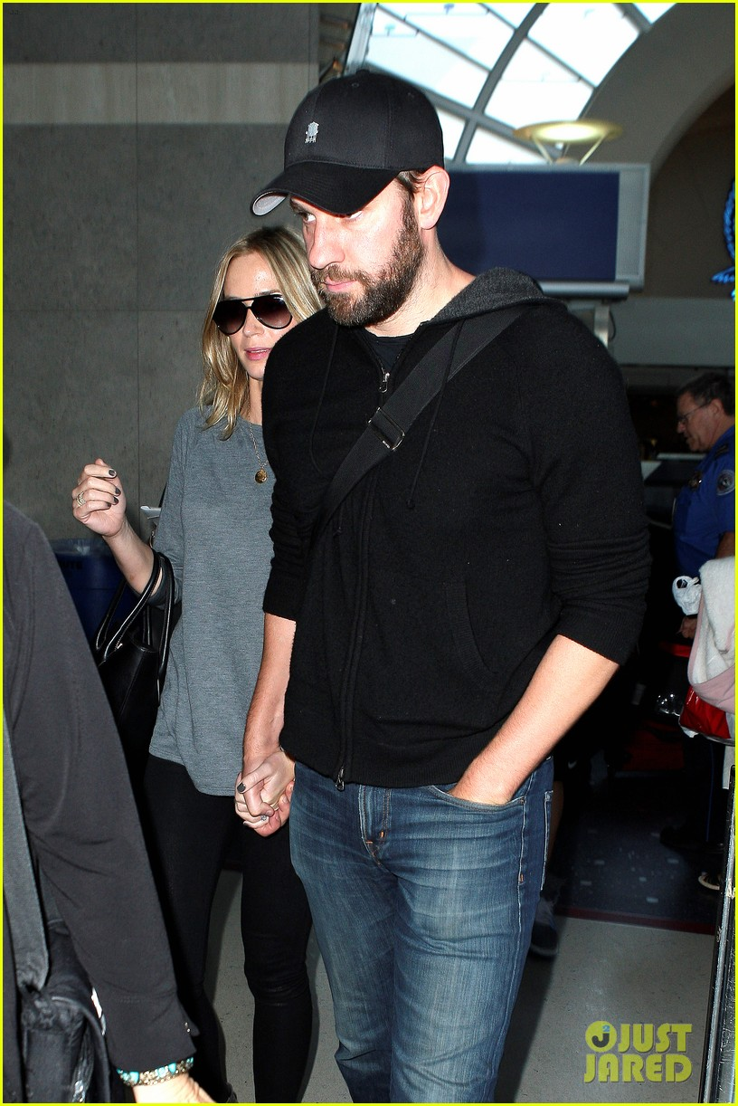 emily blunt john krasinski return to los angeles 042868185