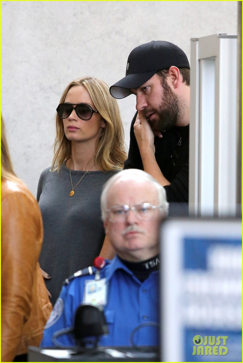 emily blunt john krasinski return to los angeles 09