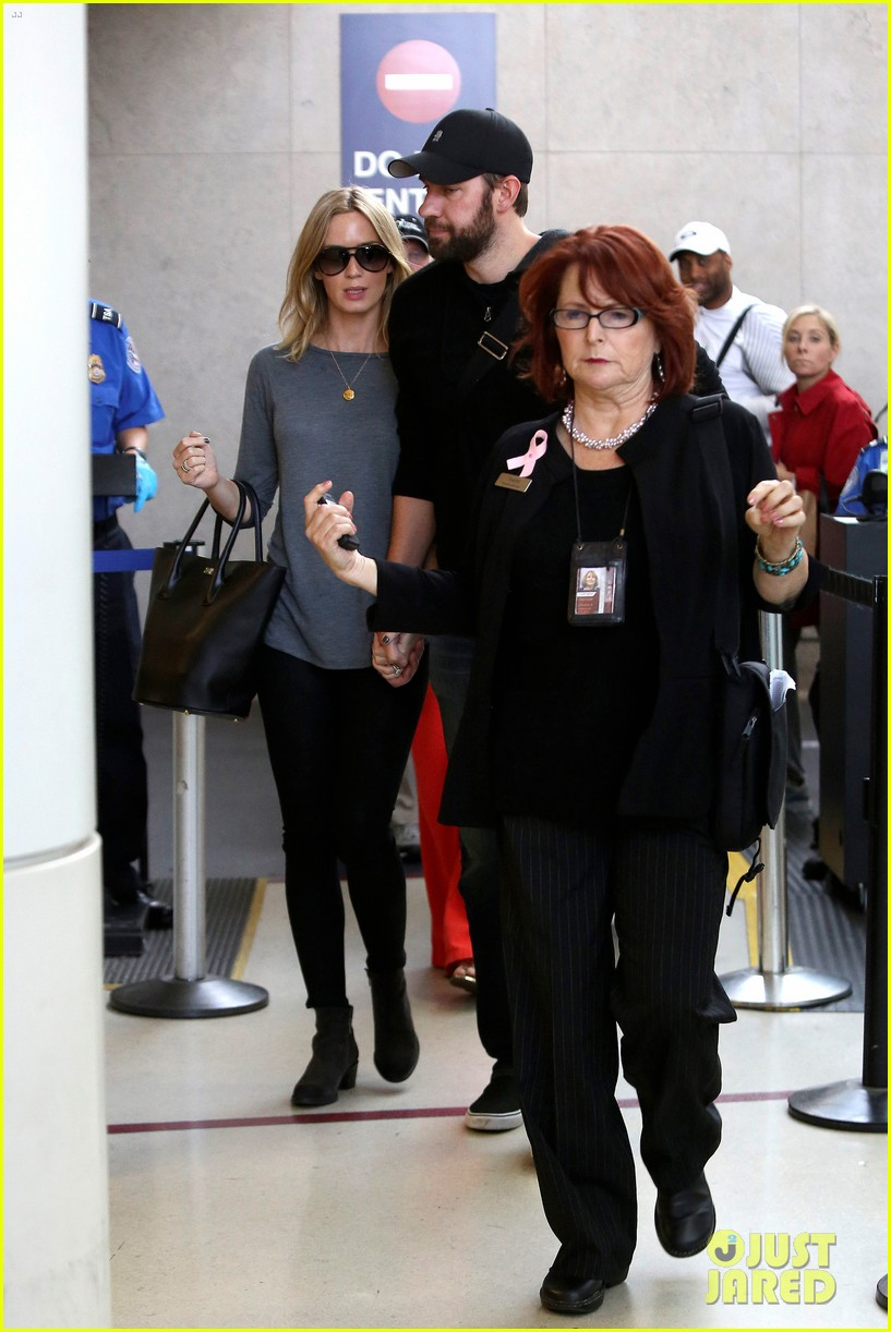 emily blunt john krasinski return to los angeles 15