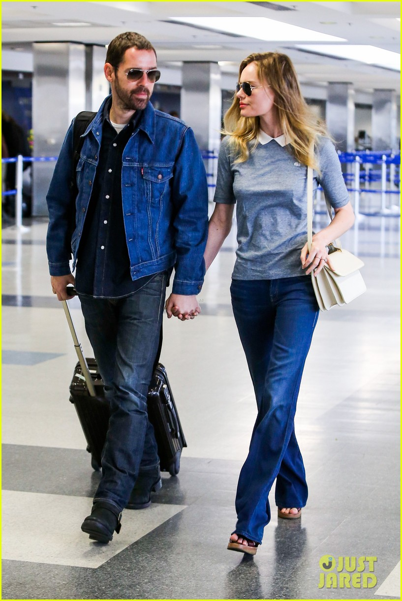 kate bosworth michael polish hold hands before flight 012862448