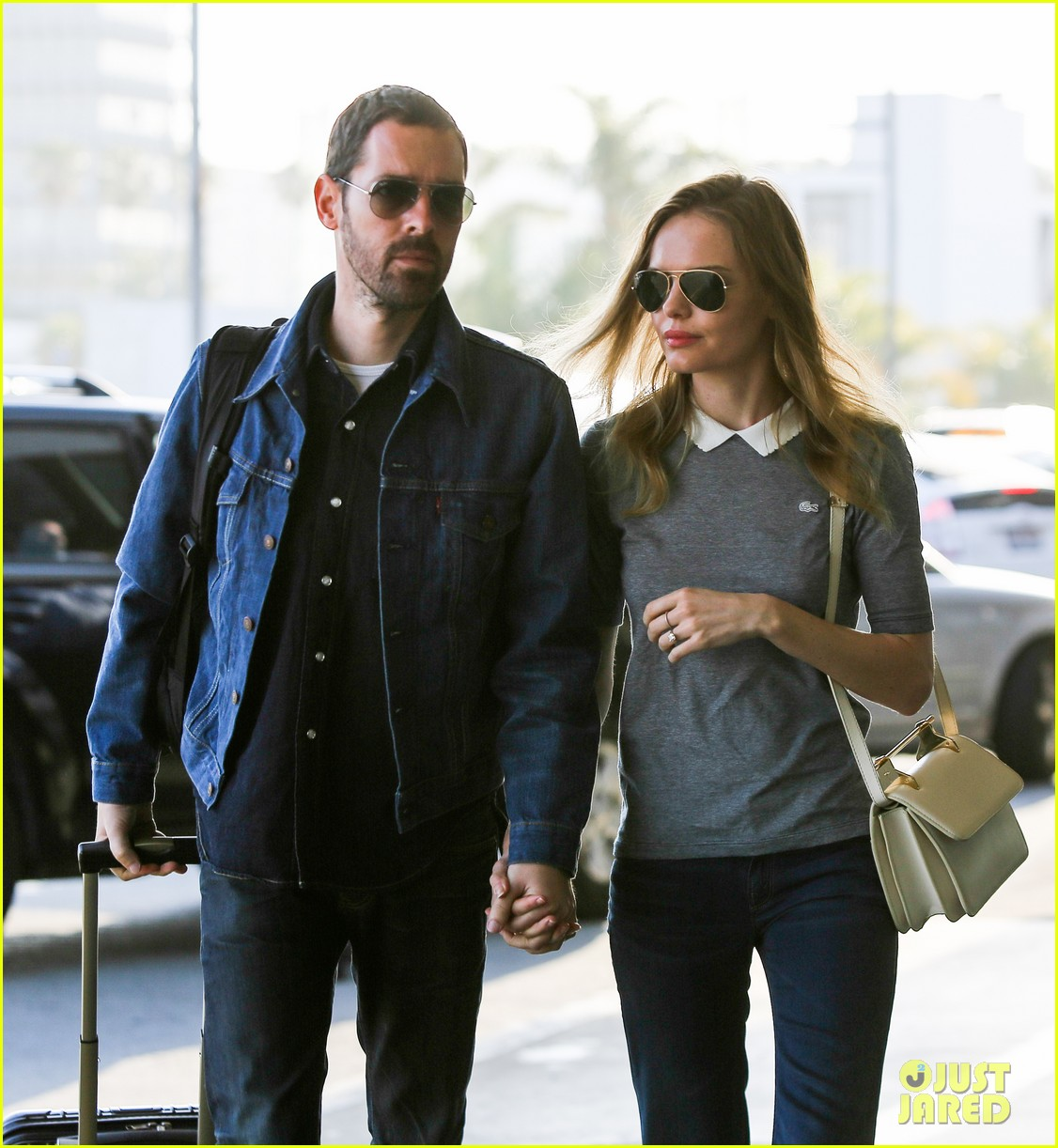 kate bosworth michael polish hold hands before flight 02