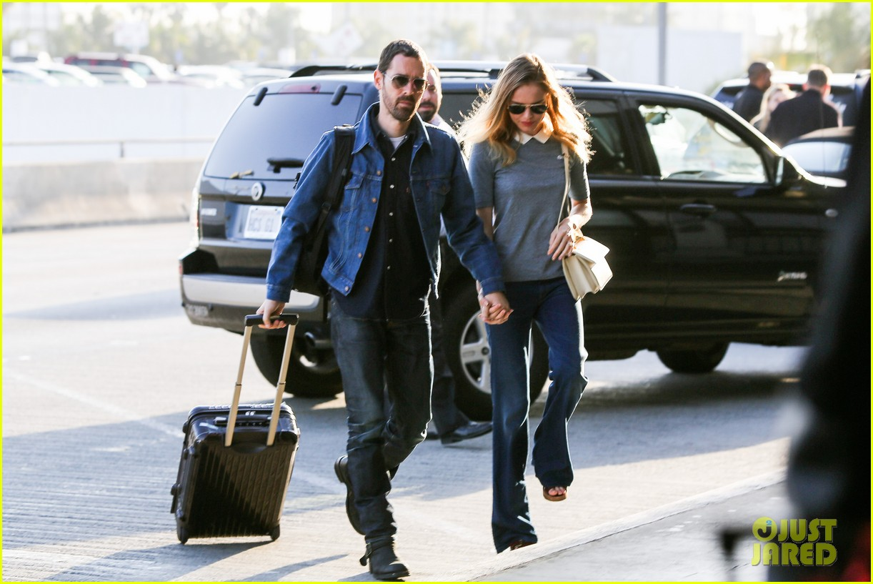 kate bosworth michael polish hold hands before flight 12
