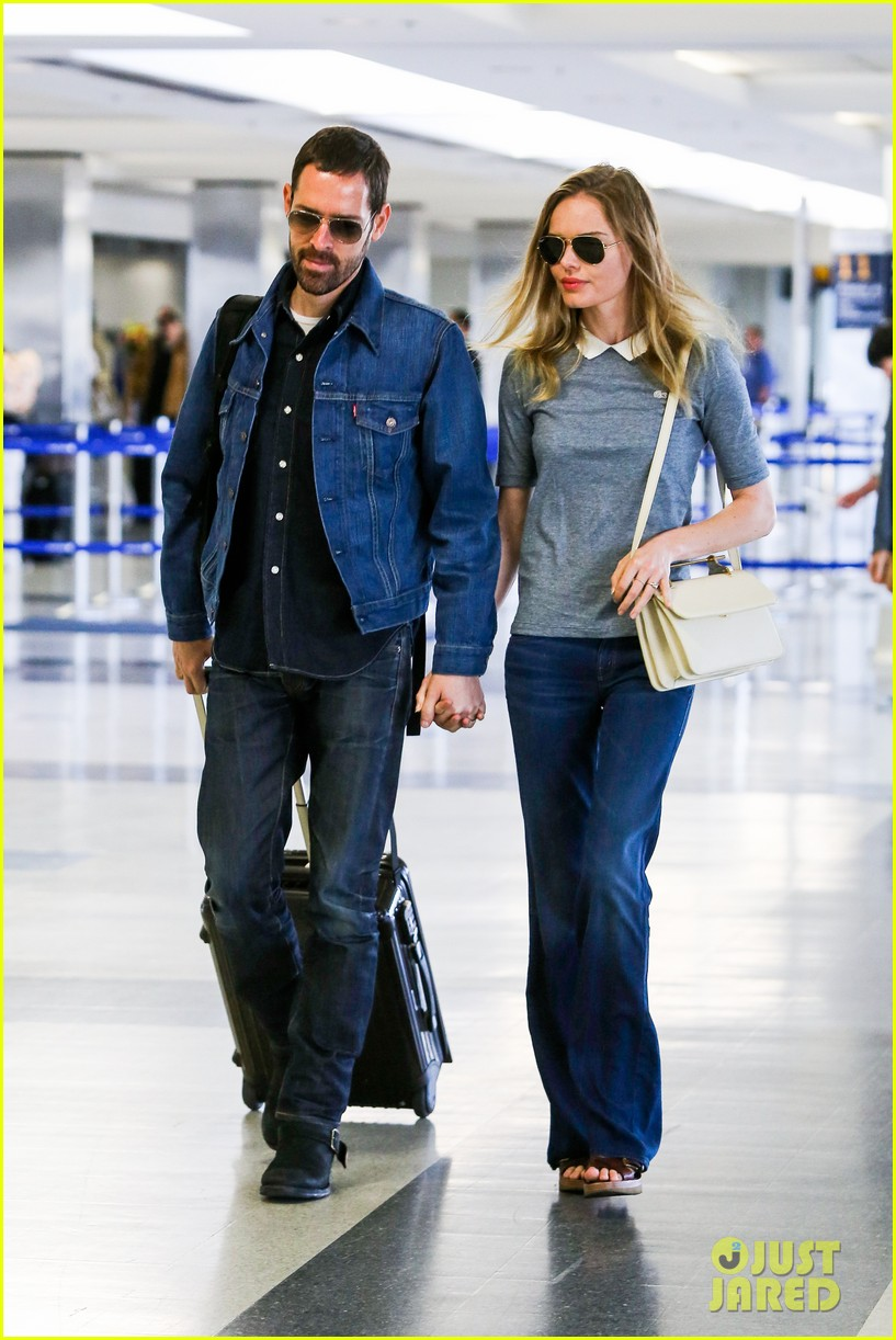 kate bosworth michael polish hold hands before flight 152862462