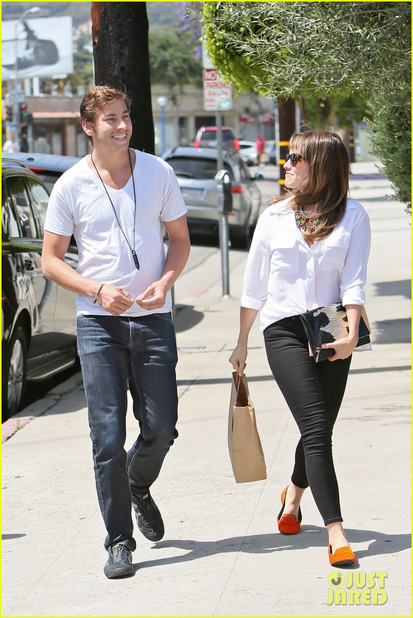 sophia bush hair salon visit with boyfriend dan fredinburg 05