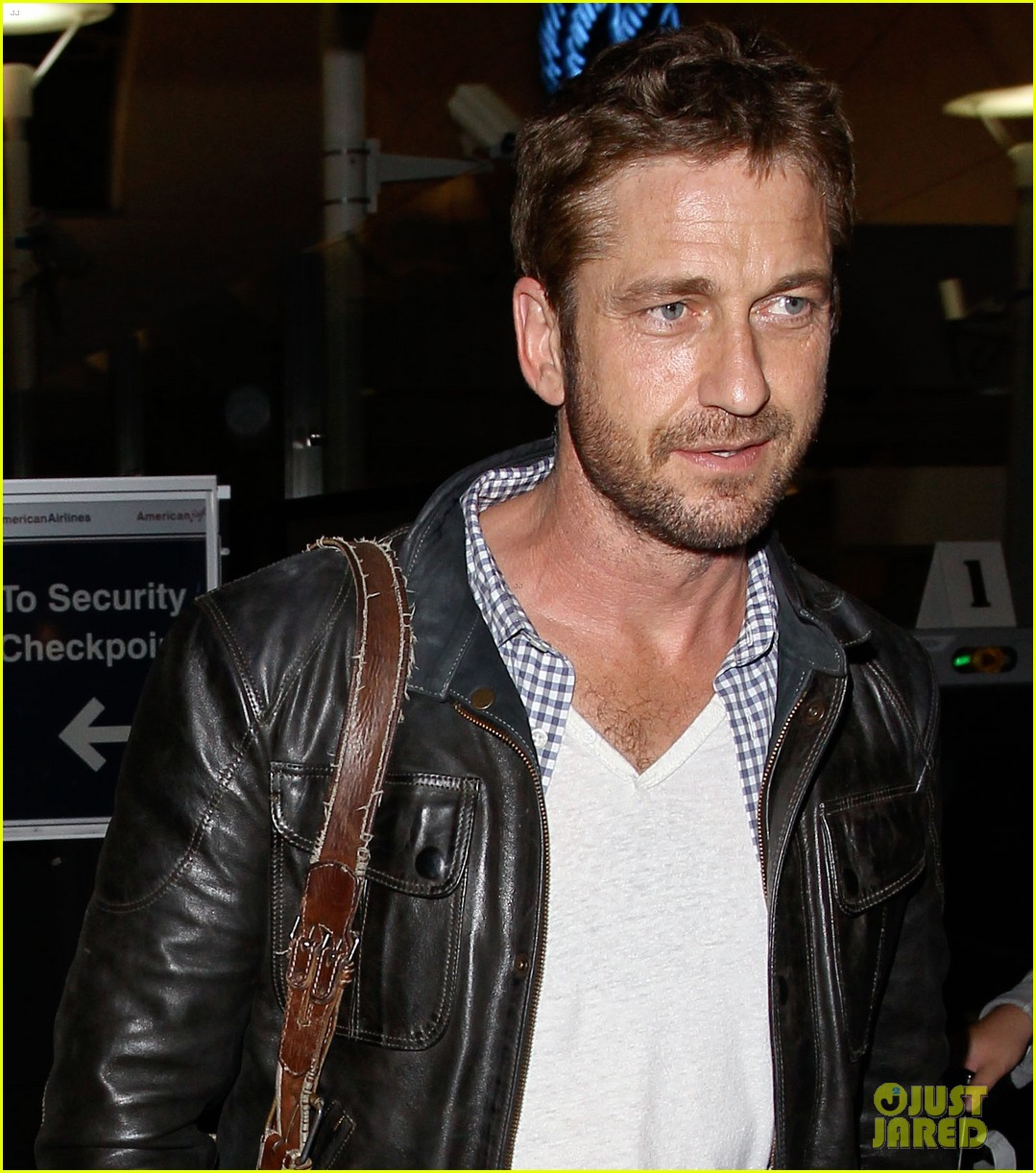 gerard butler from new york to lax 04