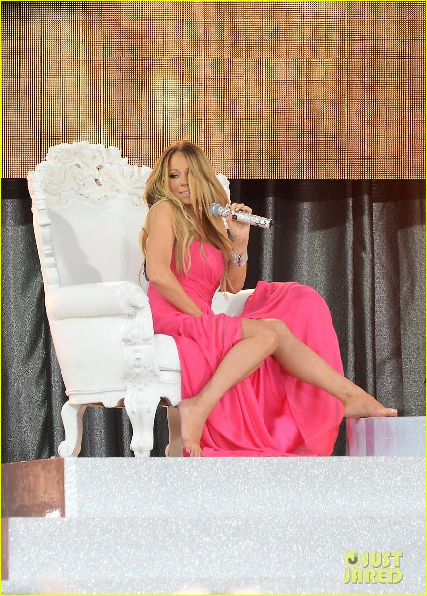 mariah carey wardrobe malfunction on gma 02